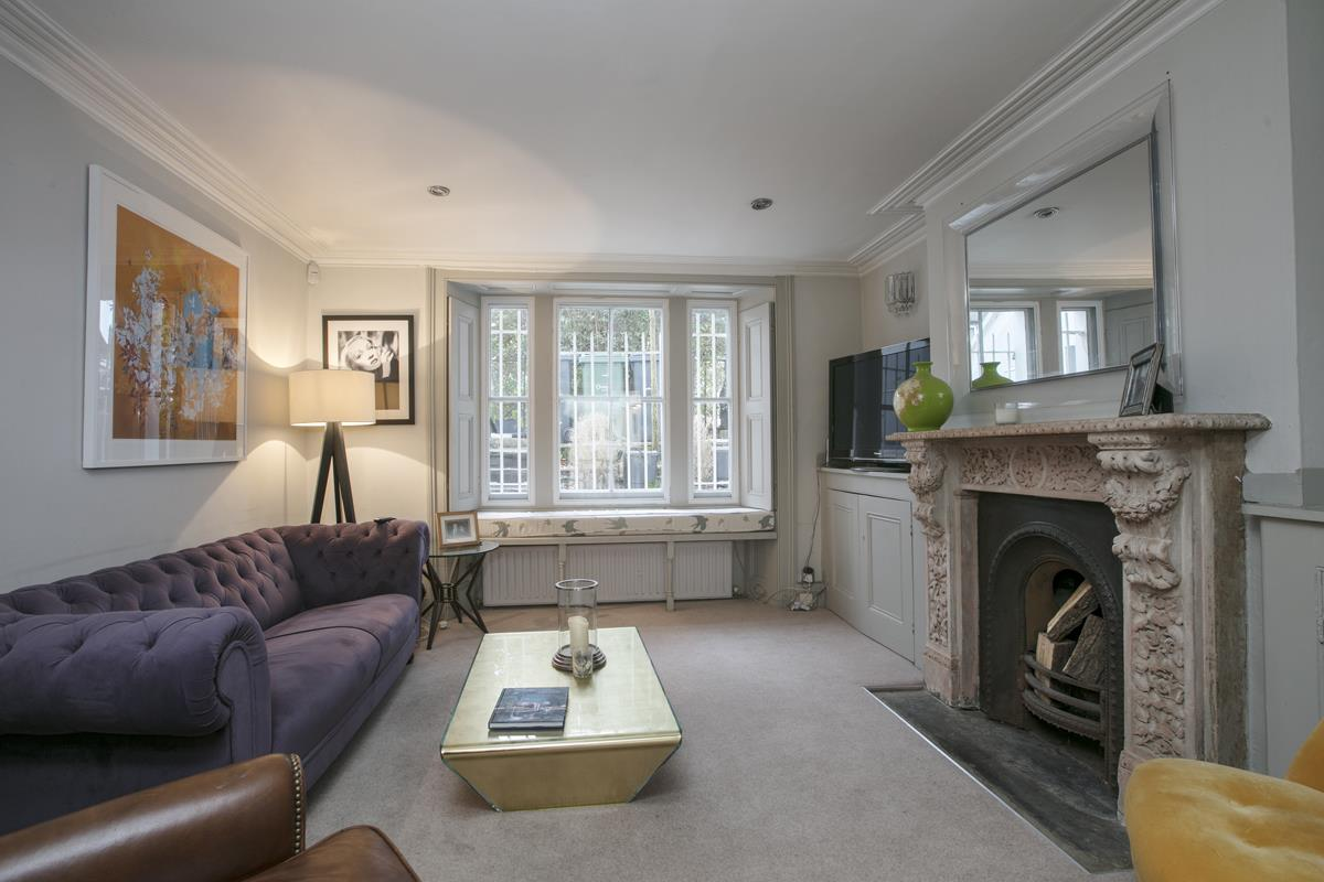 Flat - Conversion Sold in Thorne Road, SW8 279 view3
