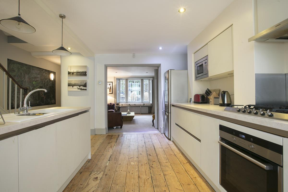 Flat - Conversion Sold in Thorne Road, SW8 279 view6