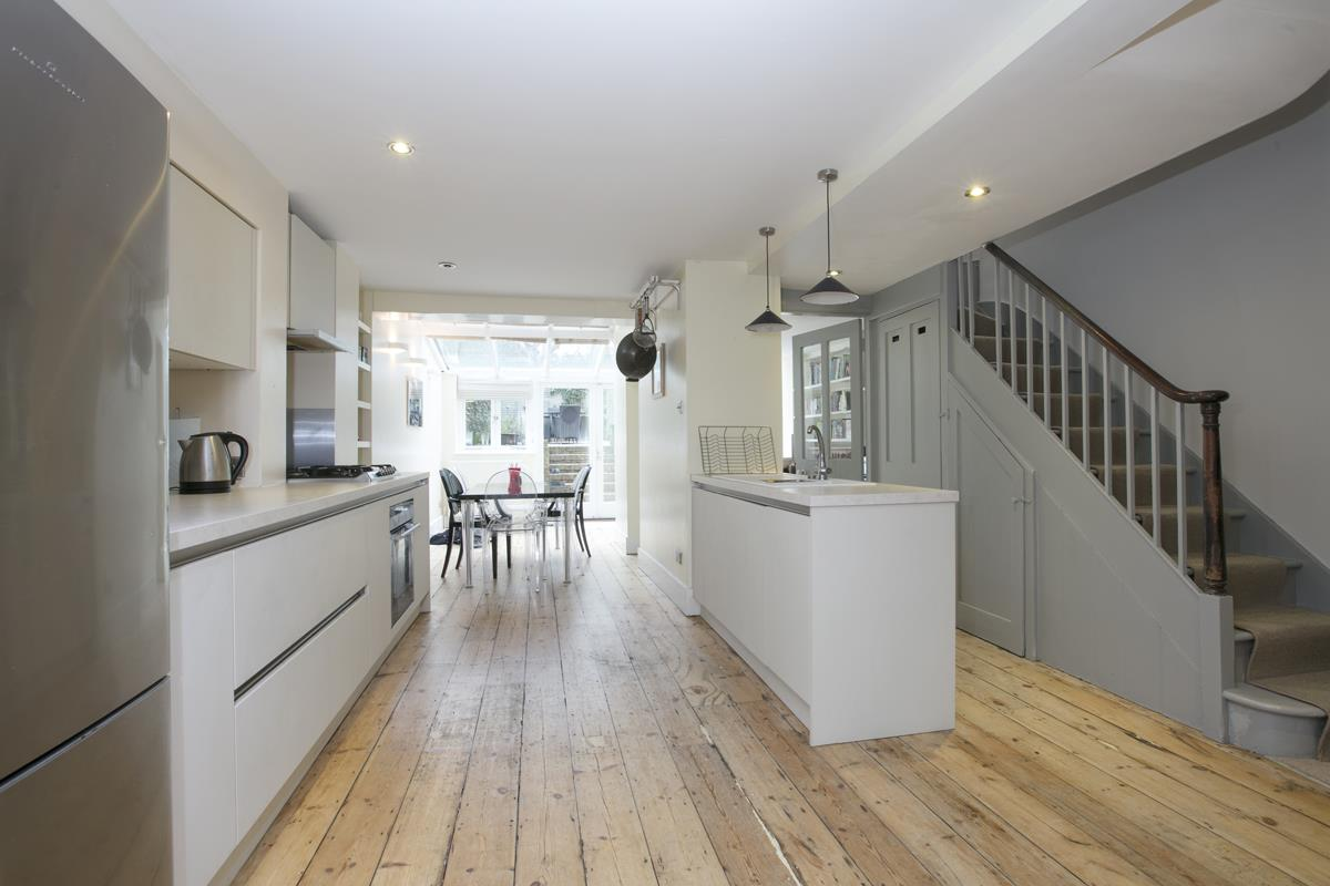 Flat - Conversion Sold in Thorne Road, SW8 279 view2
