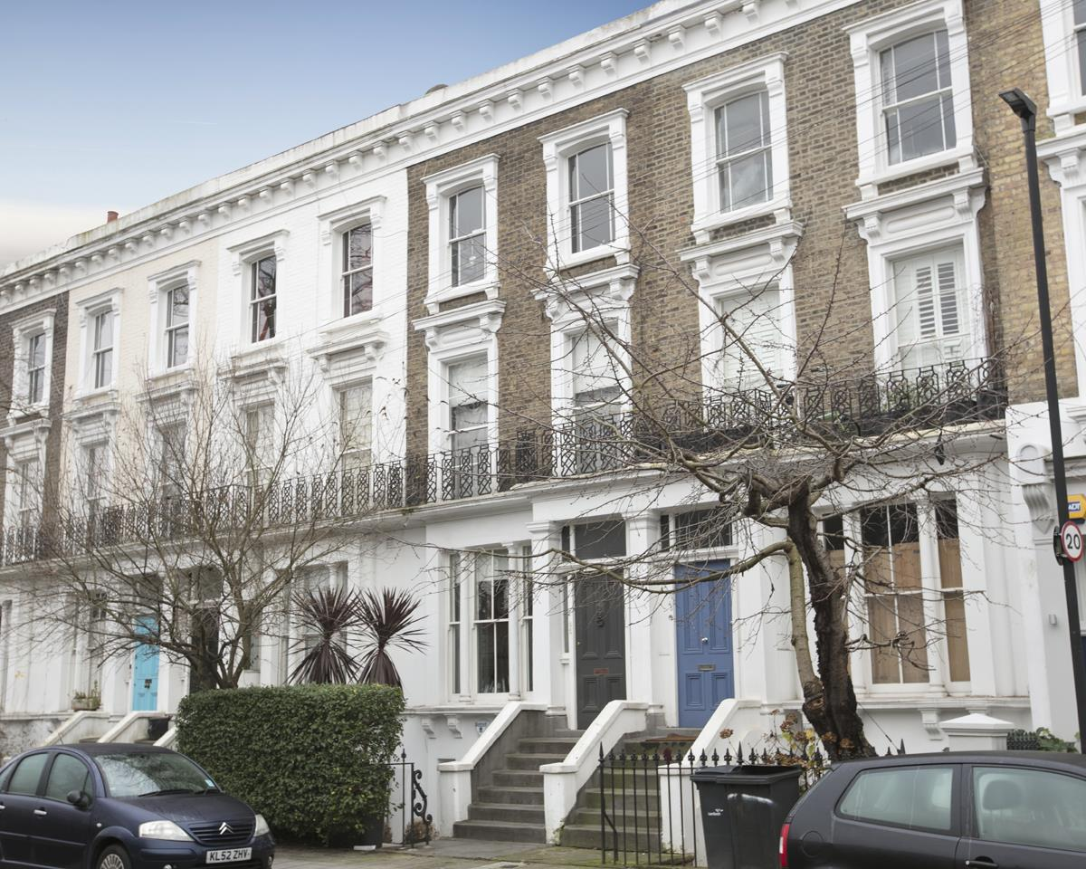 Flat - Conversion Sold in Thorne Road, SW8 279 view1