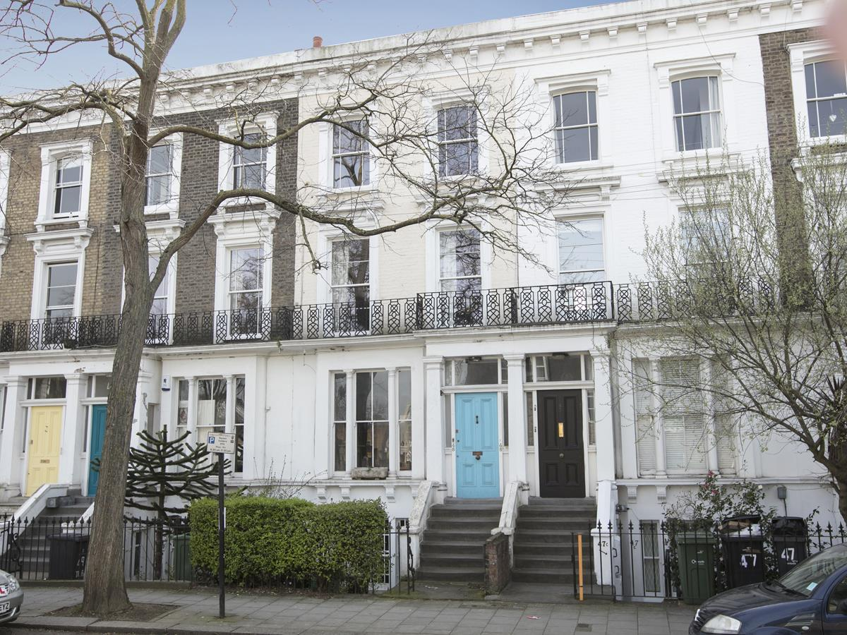 Flat/Apartment Sale Agreed in Thorne Road, SW8 300 view2