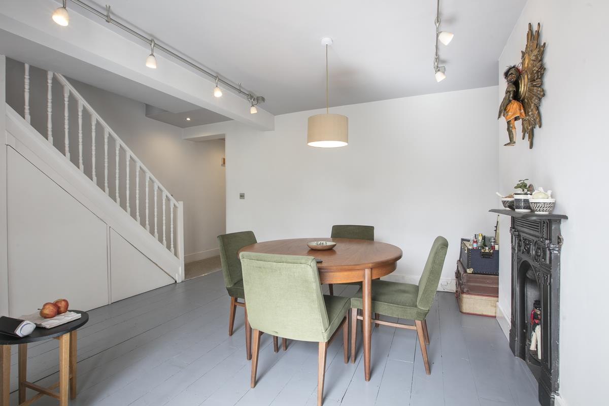 Flat/Apartment Sale Agreed in Thorne Road, SW8 300 view12