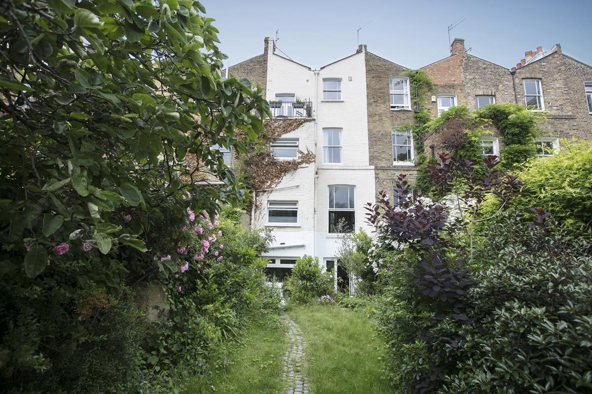 Flat/Apartment Sale Agreed in Thorne Road, SW8 300 view27