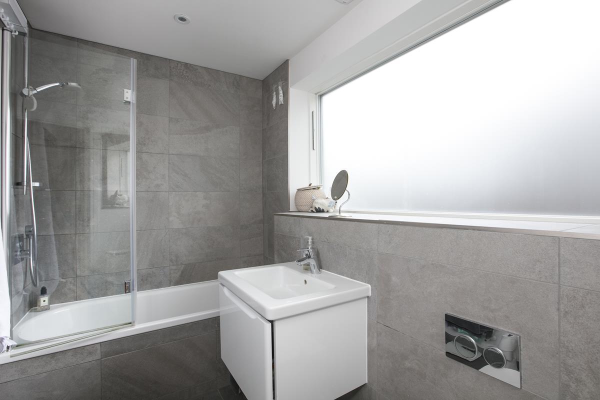 Flat - Purpose Built Sold in Windsor Walk, SE5 304 view8