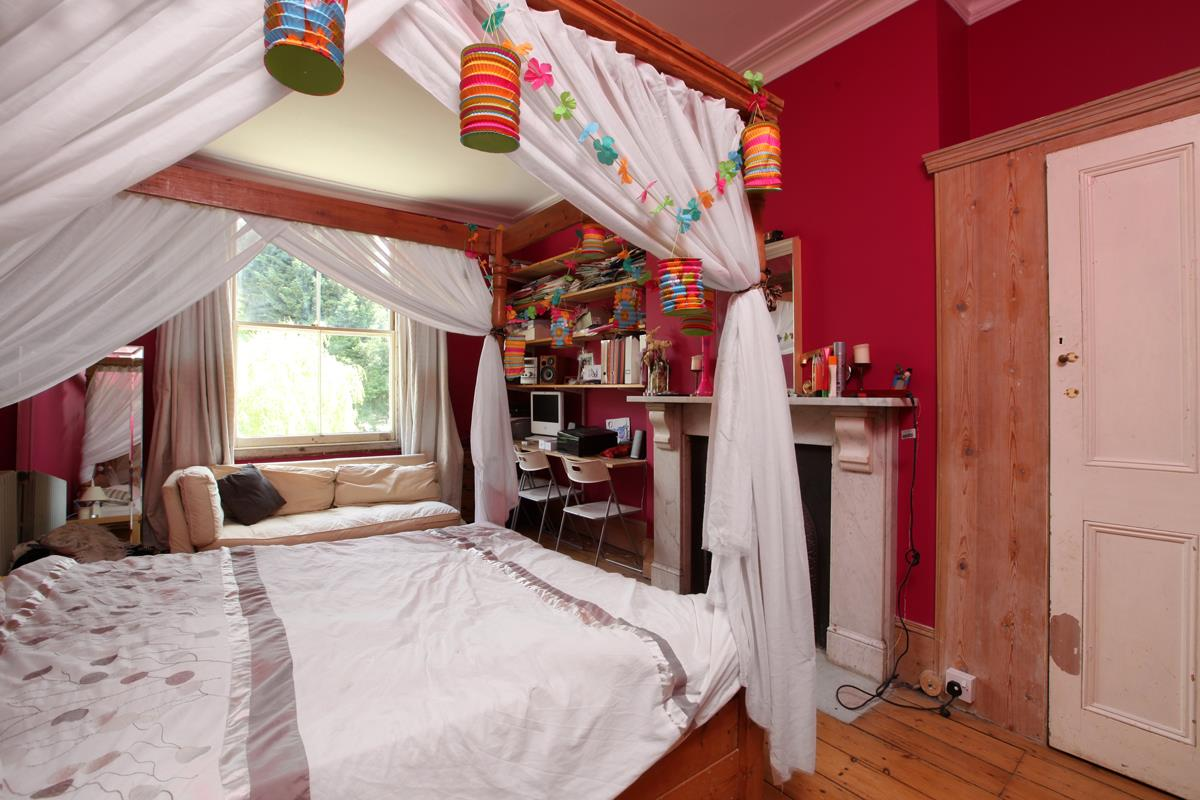 House - Semi-Detached Sold in Wood Vale, London SE23 53 view12