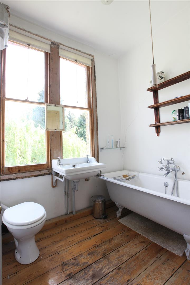 House - Semi-Detached Sold in Wood Vale, London SE23 53 view13