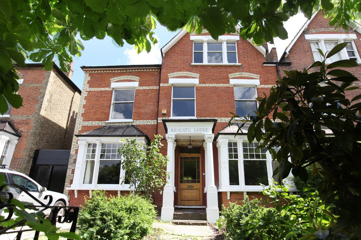 House - Semi-Detached Sold in Wood Vale, London SE23 53 view1