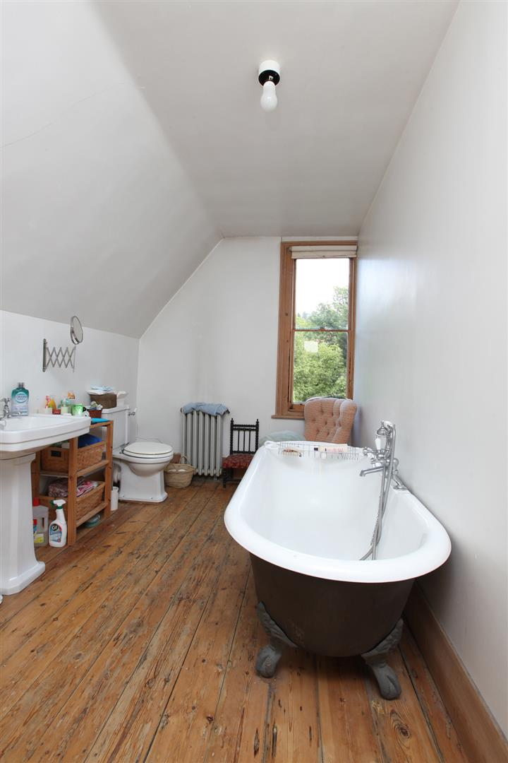 House - Semi-Detached Sold in Wood Vale, London SE23 53 view16